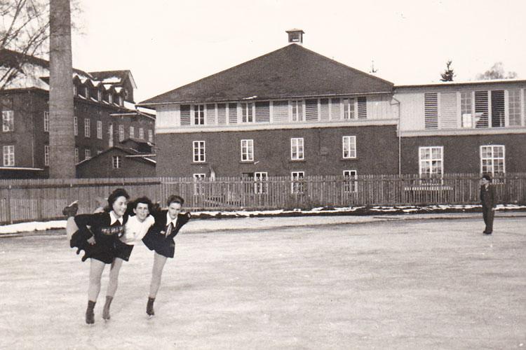 Maria Reichart am Eisplatz Fischbach - F.M. Hämmerle